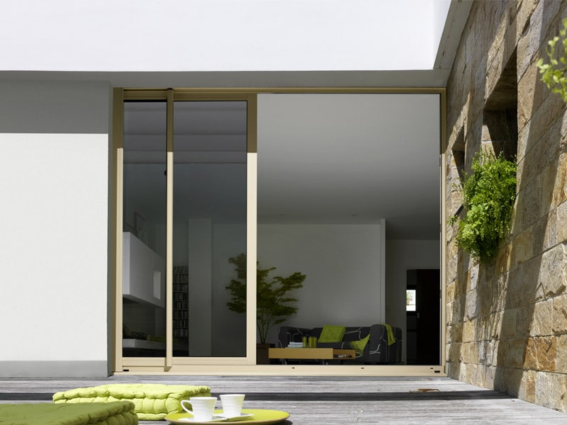 Porte-fenêtre coulissante bois-alu Egokiefer